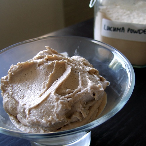 Lucuma Ice Cream http://thecopycatcook.wordpress.com/2011/07/12/lucuma-ice-cream/